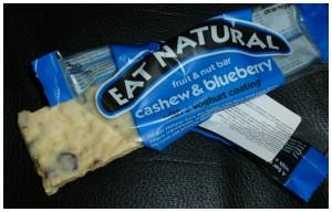 Eat natural fruit & nut bar Cashew & blueberry  tussendoortje reep noten fruit