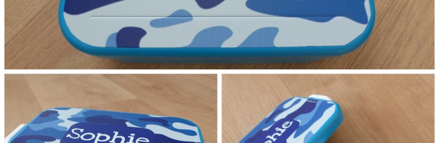 MyMepal Lunchbox Take A Break Midi assortiment gepersonaliseerd persoonlijk ontwerp broodtrommels drinkbekers waterflessen JustWater lunchtrommel MyMepal recensie review ontwerp blauw kleuren deksel trommel sluitingen lettertype kleuren