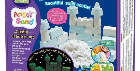 Angel Sand glow in the Dark speelzand binnen recensie review kasteel vormpjes zandvormpjes blauw wit donker oplichten Trendy Speelgoed trendyspeelgoed.nl