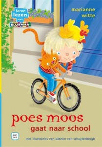 poes moos gaat naar school marianne witte Katrien van schuylenbergh kluitman leren lezen AVI M3 prenten kleurrijk herkenbaar grappig recensie review poes Moos kip Toos Fin kippenhok