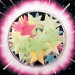 Glowing Colorful Stars Glow-in-the-dark University Games Great Explorations buddies sterren planeten recensie review gloeien kleuren schijnsel daglicht slaapkamer dochter sfeervol effect vrolijk kleeftape leuk temperatuur muur plafond blauw wit geel oranje rood ruimte heelal opladen
