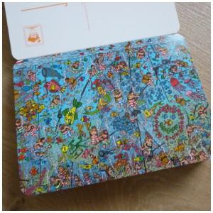 Waar is Wally Postkaartenboek ansichtkaarten kaartje postcrossing hobby versturen ontvangen zoekplaatje recensie review Memphis Belle onderwerpen ronde hoeken glanzend oppervlak voorzijde achterzijde speurtocht jong oud stevig materiaal gelijmd strak reacties aankoop gelegenheden prenten