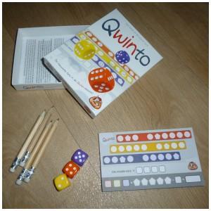 Qwinto White Goblin Games recensie review Qwixx dobbelstenen dobbelspel 8+ 2-4 spelers speelduur 15 minuten punten scoreblokjes potloden dobbelstenen rechts links locatie punten schrijven winnaar waardevolle aanvulling vervanging compact meenemen spelletje tijdsduur speeltijd tegenstander