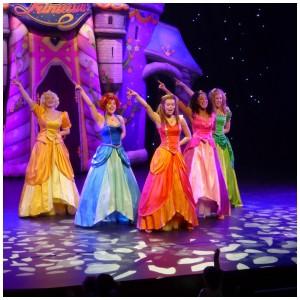 première Theatershow Prinsessia Droomtroon prinsessen Studio 100 recensie review Nederlandse theaters prinsesjes prinsen dromen nachtmerries 2+ Theater de Lampegiet Veenendaal foto's ontmoeten prinsessenschool