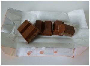 Tony Chocolonely Karamel Zeezout melkchocolade stukjes karamel korreltje zeezout chocolade romig combinatie versnapering proef wennen hap lekker kwestie smaak vreemd favoriete smaak persoonlijk vies standaard twist zoek recensie review