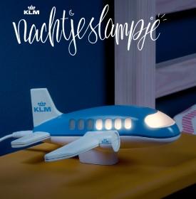 KLM nachtlampje kinderen (zaken)reizigers aftellen nachtjes prettiger allerkleinste thuisblijvers papa mama dagen (zaken)reis thuisblijvertjes vraag ouder missen KLM hoeveel-nachtjes-nog-lampje Nachtjeslampje zien wachten vliegtuig lampje vorm nacht familielid onderweg vliegtuigraampjes lichtjes doven dag thuiskomst gedoofd bestel KLM Nacthjeslampje BlueBiz ticket boeken kans winnen