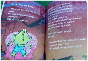 Blitz! Troep in de ruimte Rian Visser Leren Lezen Gottmer recensie review deel reeks AVI boeken kennis grappige ruimtewezentje afzonderlijk lezen groene wezentje gelezen oog tekening bladzijde boom slapen vreemds nieuwsgierig rookworst vogeltje Priet verrast worst begrijp cover eerste boek vliegt lucht vogelhuisje voorwerpen lucht zweven fietswiel stoel badkuip speelding gevonden alleen spannend grappig verhaal geschreven AVI M4 bizar herkenbare voorwerpen opruimen spullen nadenken oude scholen thema gekoppeld illustraties verbeelding combinatie tekeningen foto's producten afbeeldingen oog springen vrolijk leesboek leesbaar lettertype dyslectici plezier Lars Deltrap rommel prachtig help
