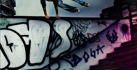 identiteitsbewijs aangegeven burgerlijke stand illegale Venezuelaanse moeder opgepakt uitgezet verandering biologische vader geboorte erkend spannend verhaal zoektocht been passie freerunning recensie review Free Run Annemarie Bon jeugdboek volwassenen leuk lezen vijftienjarige Ward vriend oefent schooltijd noodlot illegaal thuis verward Nederland geboren Nederlander papier gevolg staatloos identiteitspapieren alleen zoektocht kans paspoort bemachtigen doel bereiken vlot geschreven bizar bestaan radeloze jongen uitgeverij Moon