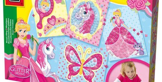 SES Glitter Dreams Mozaïek kunstwerken rommel unieke kaarten prinses paard vlinder spiegel hokjes zelfklevende glittersteentjes leuk resultaat mozaïekkaarten perfect decoratie meidenkamer recensie review bekend knutselpakketten assortiment kinderen dol glitters hart ophalen serie SEs Glitter Dreams dromen testen knutselset mozaïeksteentjes foam steentjes stickers platen plakken roze blauw zilverkleurige glittersteentjes effect foamstickers eenvoudig velletje buitenste rand prenten versieren afbeeldingen kinderen eenvoudig kleur mozaïeksteentjes geplakt prenten spreken verbeelding set bedoeld vijf jaar veilige manier kennis producten klik afbeelding product bekijken
