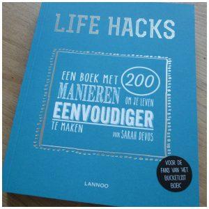 Life Hacks Sarah Devos lifestyle Lannoo recensie review internet manieren leven eenvoudiger maken boekenlegger tips eigeel eiwit kurk glas boenen kalkaanslag voorbeelden beeld tekening foto verloren commercials tv leven