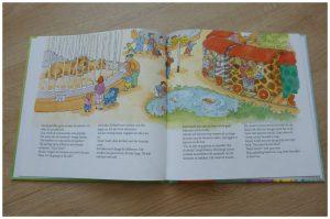Naar oma en opa pannenkoek Vivian den Hollander Dagmar Stam avontuur tekeningen logeren auto verrassing dierentuin apen leeuwen baby girafje treintje hondje buurvrouw grappig kussengevecht spannend morgen wakker ontbijt grootouders baby- peuterboeken prentenboek voorleesboek recensie review Van Holkema & Warendorf