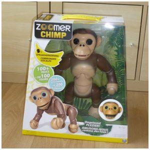 Zoomer Chimp aap huisdier eigenaren levensechte aap apenstreken verwolkomen huis testen standen chimpansee praten paars ogen commando's gebruiksaanwijzing gebruiken kwestie oefenen geduld luistert salto begreep aap snel langzaam klemtoon verkeerd redelijk goed verliest streken stiekem recensie review ervaring filmpje