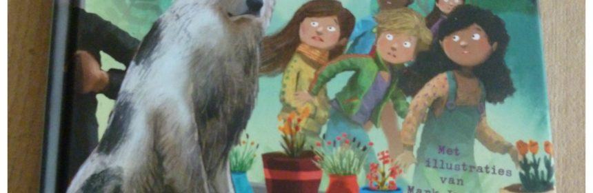 De DierenRidders: De hond van nummer 13 Iris Boter Mark Janssen Van Holkema & Warendorf recensie review derde deel serie buren buurjongen onderzoek huis gluren speuren spannend pestende hond actie ingrijpend illustraties verhaal benadrukken mimiek personages humoristiche tekeningen aanvulling hulp vragen hulp bieden samenwerken openstaan kwaliteiten hoofdstukken lezen