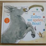 Zullen we spelen, Bout? Nicole de Cock Van Goor recensie review baby- en peuterboeken prentenboek opa oma
