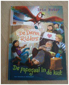 De DierenRidders: Papegaai in de kast Irisi Boter van Holkema & Warendorf recensie review dementie
