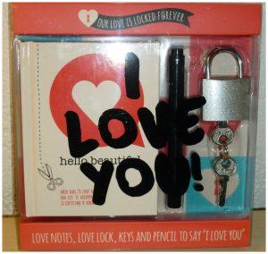 I love you Liefdesslotje Love Lock Cadeaubox liefdesbrug Valentijnsdag boekje permanent marker briefjes verrassen geliefde liefde eeuwig romantisch gebaar koppels sleuteltjes recensie review Image Group Holland