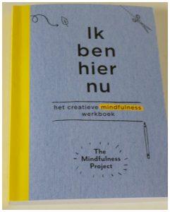 Ik ben hier nu The Mindfulness Project Unieboek Spectrum recensie review Body & mind spiritueel Wreck This Journal opdrachten