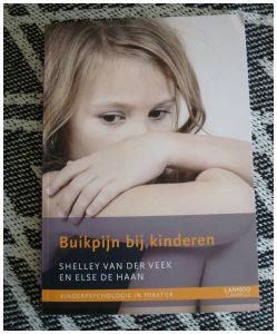Buikpijn bij kinderen Shelley van der Veek psychologen (ortho)pedagogen kinderpsychiaters Lannoo Campus recensie review medisch verklaarde buikpijn functionele buikpijn psychologie