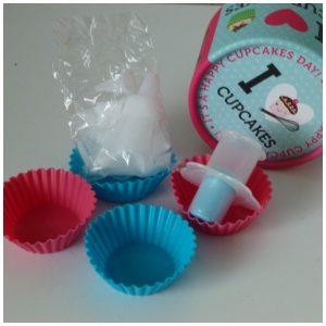Kook Cadeau Koker I Love Cupcakes cadeaupakket ImageBooks Factory BV recensie review bakken receptenwaaier siliconen cupcakevormpjes cupcakeboor spuitzak spuitmondjes
