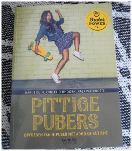 Pittige Pubers Marije Kuin Anneke Eenhoorn Lannoo Campus Opvoeden puber ADHD autisme praktijkvoorbeelden tips achtergrond ontwikkelingsstoornis psychologie handboek naslagwerk recensie review