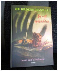 De groene hand #`1 De vijf opdrachten Susan van 't Hullenaar Aerial Media Company De groene Hand #2 Het beeld van Raban recensie review club