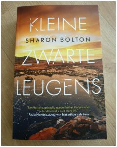Kleine zwarte leugens Sharon Bolton Thriller AW Bruna recensie review
