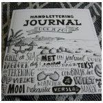 Handlettering Journal doe je zo! Karin Luttenberg hobby art journal handlettering creatief dagboek tekenen teksten lettertypen uitgeverij moon tekening plakken stap voor stap verf foto's recensie review