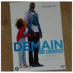 Demain tout commence DVD Blu-Ray Comedy Drama Romantiek alleenstaande vader Feestvierder humor onafscheidelijk onvoorwaardelijke liefde recensie review
