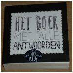 Het boek met alle antwoorden voor kids Kinderboeken Nederlandse boeken BBNC paperback gesloten vraag ja nee vriendinnen orakel vrienden recensie review