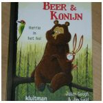 Beer & Konijn Herrie in het hol Julian Gough prentenboek voorleesboek Kluitman recensie review