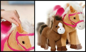 Baby Born Interactieve Paard met Veulen Baby Born Boerderij pop babypop Zapf Creation mama pony ruiter ruiterpakje paardenstal set extraatjes lopen hinniken kusjes geven zoengeluidjes zadel hoofdstel paardrij outfit recensie review