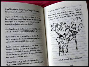 Dagboek van een Muts 11 BFF's voor even Rachel Renée Russell De Fontein Zelf Lezen Graphic Novel tekeningen meiden uitwisselingsweek verhaal school scouting insigne leerlingen plezier recensie review
