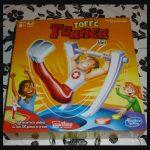 Toffe Turner Hasbro Gaming 8+ solospel competitie wedstrijd behendigheidsspel actie spel Bottle Flip batterijen oefenen turnen Epke Zonderland rekstok zwaaien knop klittenband mat frustratie flesje recensie review
