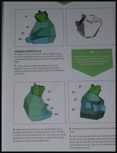 3D Dieren Leef je uit 3D Dieren beesten Karakter Uitgevers compleet knutselpakket DIY nijlpaard kameleon berenfamilie vos hert stokstaartje knippen vouwen plakken werkbladen instructie tekeningen kinderkamer woonkamer gang kunstwerk recensie review