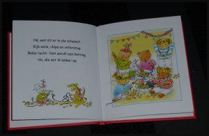 Bobbi geeft een feestje Monica Maas prentenboek compact kinderfeestje voorbereding tekst prenten herkenbaar recensie review