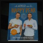 De wereld van de Happy Pear Stephen Flynn David Flynn kookboek Scriptum recensie review gezond lekker eten recepten YouTube kanaal The Happy Pear