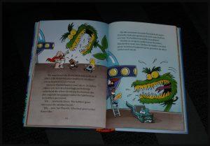 Kapitein Onderbroek en de ongelooflijke kantinejuffrouwen Dav Pilkey boekenreeks serie Zelf Lezen graphic novel volledig in kleur prenten tekeningen strip fantasie schoolhoofd superheld lachen hypnose recensie review