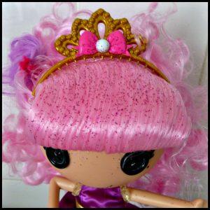 Lalaloopsy Jewel's Glitter Make-Over Pop 4+ MGA Entertainment roze haar haarkrijt krijt glitters haaraccessoires freubelen kinderen ouders aanbrengen uitwassen kleur afgeven verwijderen recensie review