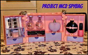 Project Mc2 Ultimate Spy Bag Experiment Speelset MGA Entertainment 6+ Spionage vingerafdrukken vingerafdrukpoeder blush make-up lippenstift lipstick nagellak geheime boodschap recensie review