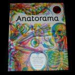 Anatorama Carnovsky Kate Davies Lannoo wonderen menselijk lichaam skelet spieren bloedvaten organen ontdekken lenzen rood blauw groen filter informatie beknopt tieners uitgebreider kijk- en ontdekboek recensie review