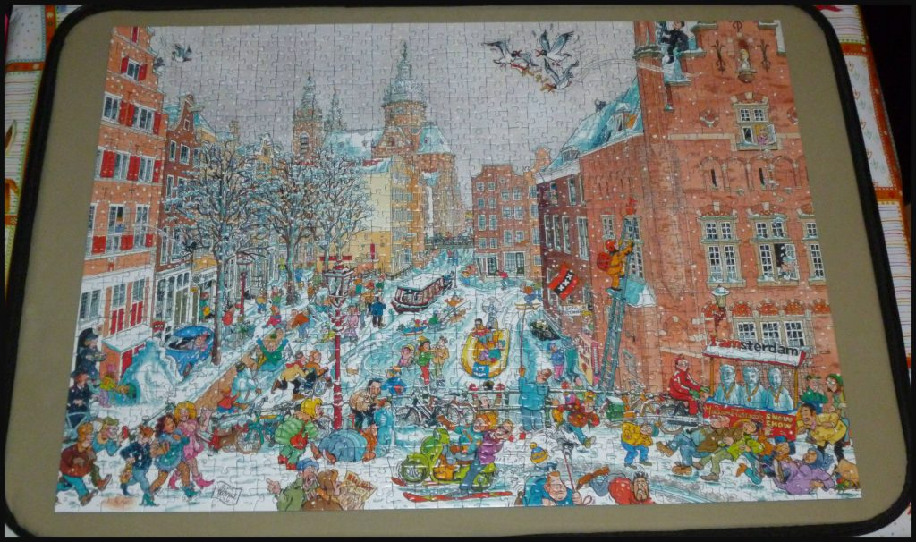 Cities of the World Amsterdam Winter Red Light District puzzelen 100 stukjes legpuzzel Fleroux toeristen Bob en Nancy verrassing plaatje puzzelstukjes puzzelkoffer recensie review