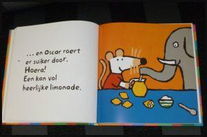 Het allerleukste voorleesboek van Muis Lucy Cousins voorleesboek Leopold prentenboek voorlezen verhaaltjes beweegbaar plaatje cover prenten tekeningen onderwerpen in bad gaan boodschappen doen limonade maken koekjes bakken kermis opruimen recensie review