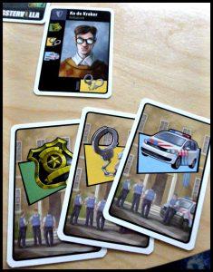 Inspecteur Hoogstraten Gangstervilla kaartspel White Goblin Games bodyguard topcrimineel arresteren overmeesteren kaartspel samen spelen politiekaarten tactisch leeftijdsgrens 10 + moeilijkheid expert beginner groeien recensie review