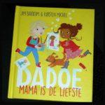 Dadoe Mama is de liefste Jim Bakkum Kirsten Michel prentenboek verrassing knutselen glitters Moederdag Uitgeverij Witte Leeuw moeder mamma Spotify iTunes liedje recensie review