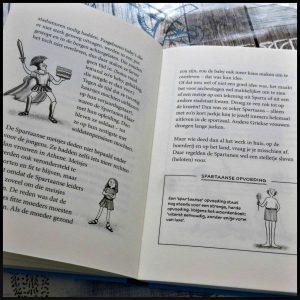 Professor Kleinbrein Wonderlijke weetjes en fascinerende feiten over de Oude Grieken Sarah Devos Zelf Lezen Lannoo kinderboeken geschiedenis boekenreeks tekeningen feiten humor combinatie interessant uitgelegd illustraties verhaallijn geleerd recensie review
