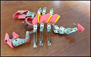 SES Metalen constructieset Kruipende dieren bouw- en constructie speelgoed adviesleeftijd mogelijkheden foam metalen onderdelen boutjes moertjes bouwpleizer moersleutel schroevendraaier gereedschap verpakking uitgelegd geduld figuren schorpioen spin wesp knutselaars recensie review