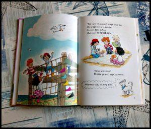 Kaat en Co Op zoek naar de schat Vivian den Hollander Leren Lezen Van Holkema & Warendorf AVI M4 zelf lezen tekeningen prenten avontuur spanning humor voorlezen piratenfans speurneus speurtocht recensie review