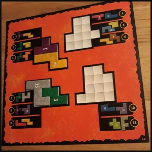 Ubongo Solo bordspel White Goblin Games 8+ solospel tegenstanders Ubongo variant Ubongo Extreem Fun & Go meenemen compact reisspel puzzels interactief puzzelen oplossing blokjes zakjes ontspanning hobby recensie review