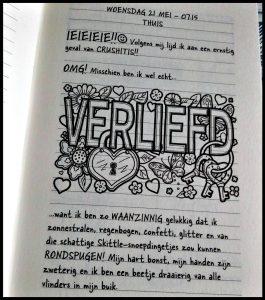 Dagboek van een muts 12 Liefdeskriebels Rachel Renée Russell Zelf Lezen graphic novel tekeningen gebeurtenissen aarstvijand boekenreeks hottie zomervakantie jongen hilarisch lachstuip liefde tieners tienermeiden recensie review