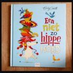 Een niet zo hippe hoed Emily Gravett prentenboek Clavis jezelf zijn mode trend meelopen prenten tekeningen hoedjes muts lach kleur humor recensie review